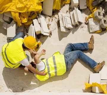 یک کارگر ساختمانی بعد از سقوط از ارتفاع 4 طبقه ای زنده ماند!